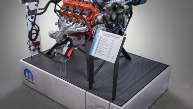Photo of Mopar Teases New Crate Engine Before SEMA Debut: