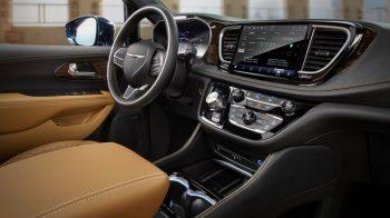 2021 Chrysler Pacifica Pinnacle AWD. (Chrysler).