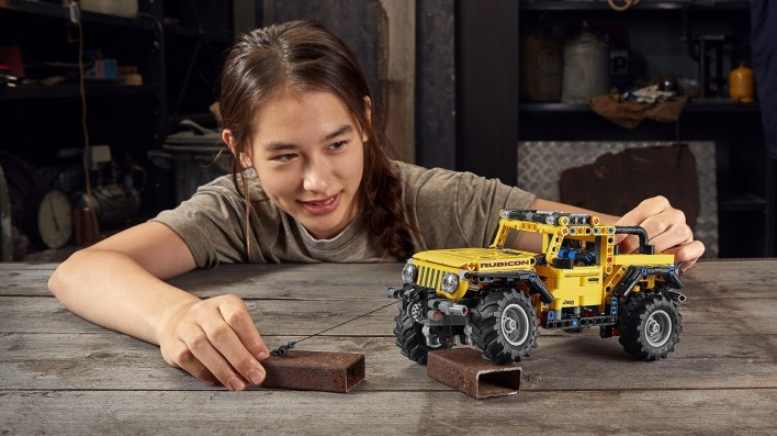 The Jeep® Wrangler Rubicon LEGO® Technic™. (Jeep).