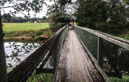 På böljande bro