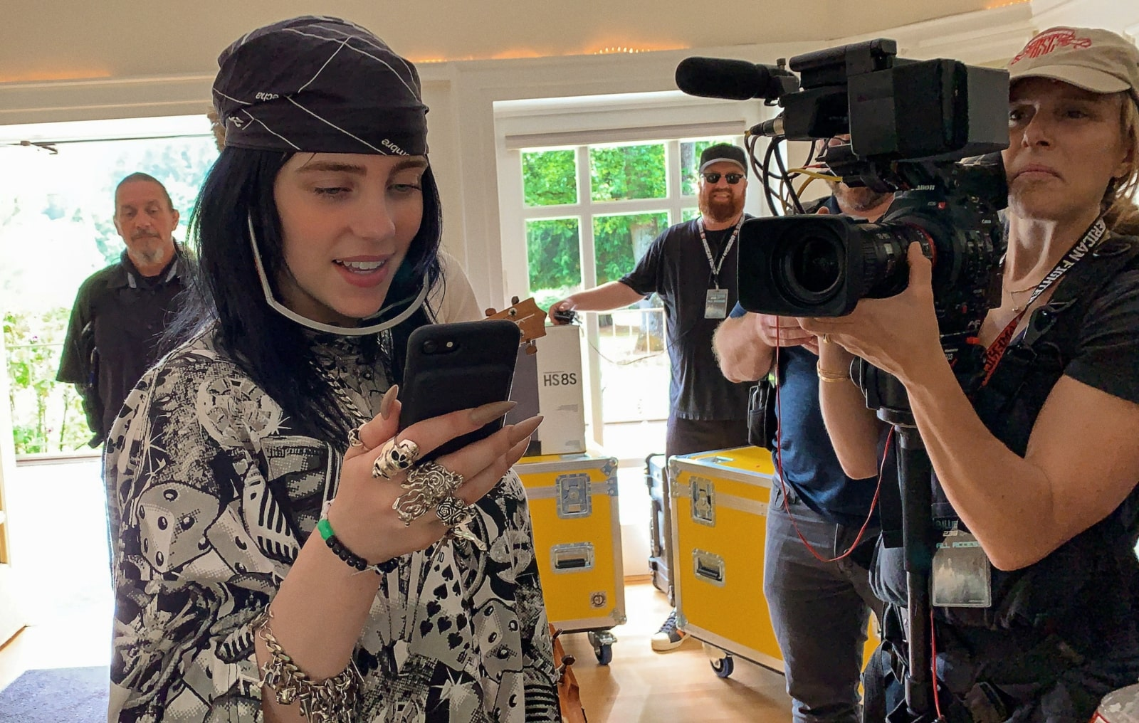 """The World's A Little Blurry"": Billie Eilish abre las puertas de su vida en el nuevo trailer de su documental"