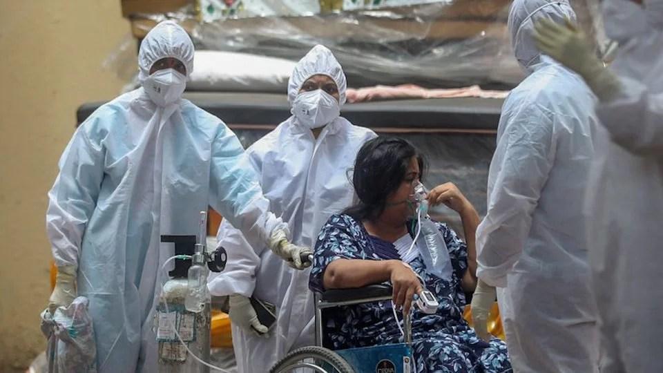 India rompe récords globales con más de 300.000 casos en 24 horas; OPS denuncia venta de vacunas falsas en Latinoamérica