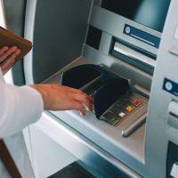 Detenidos trás sacar dinero en cajero con otra tarjeta