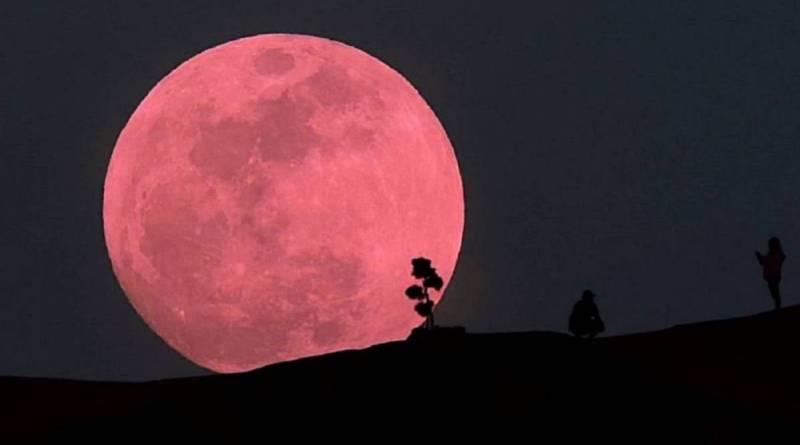 Habrá Luna rosa y lluvia de estrellas en Abril