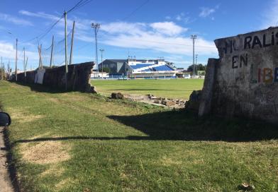 Se cayó parte del muro de la cancha de Campana en la madrugada del domingo