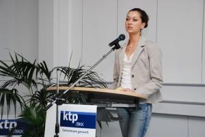 Anika Wöhrle spricht über die Arbeit der Beratungsstelle Nachtfalter. Bild: Christoph Grätz
