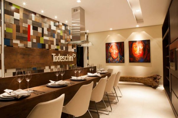 Painel feito de sobras de MDF customizadas na Cozinha Funcional, assinado por Debora Silva