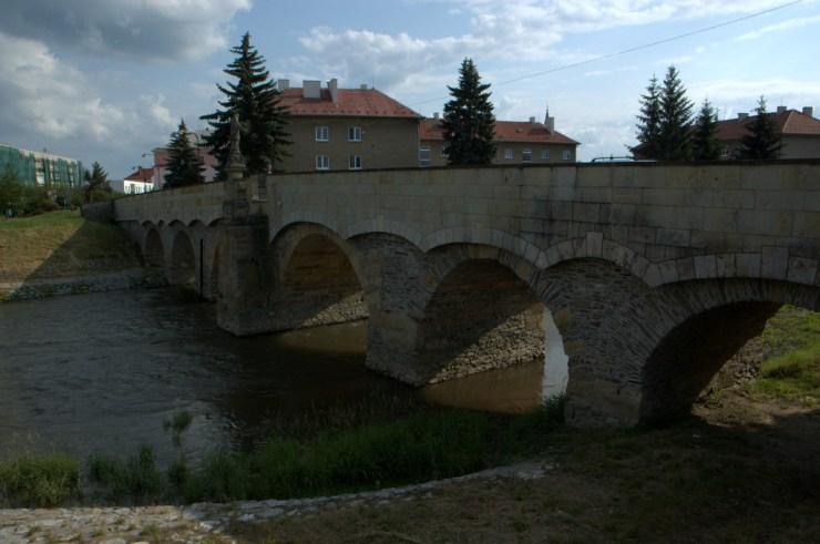 Svatojánský most v Litovli byl postaven nad řekou Moravou v roce 1592 a je nejstarším mostem na Moravě.