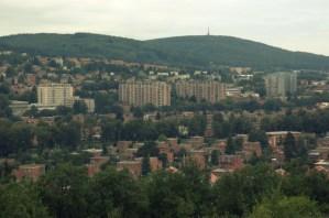 Pohled na Zlín, v pozadí Tlustá hora (458 m).