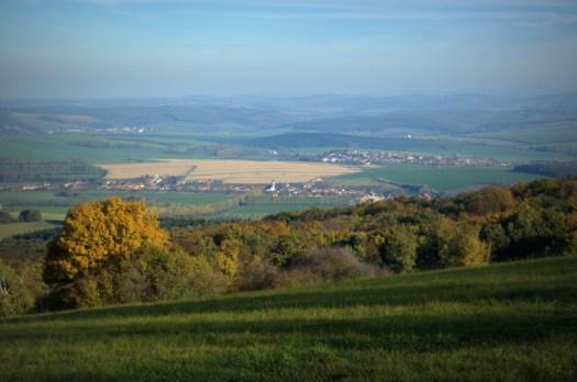 Pohled od Studeného vrchu do Ordějovské kotliny.
