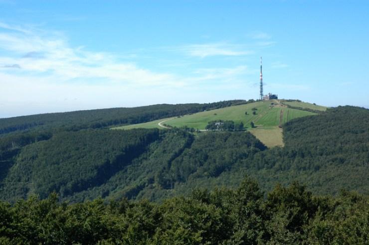 Pohled z Jelence na Velkou Javořinu.