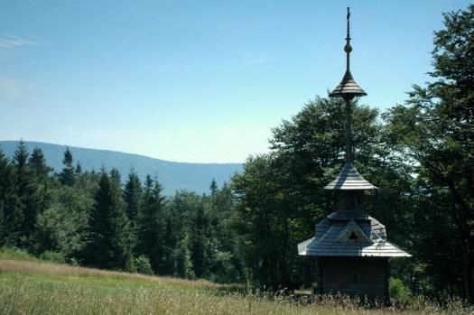 Roubená dřevěná zvonička na Pustevnách. Ta původní od architekta Jurkoviče byla v roce 1997 zrekonstruována.