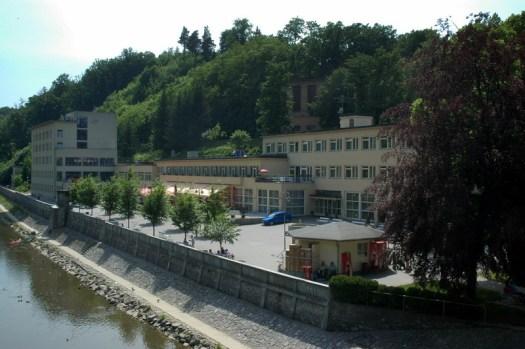 Základním léčebným prostředkem v lázních Teplicích nad Bečvou je minerální voda s vysokým obsahem oxidu uhličitého. Minerální voda silně mineralizovaná, uhličitá, termální vlažná, hypotonická, hydrogenuhličitano-vápenatého typu.