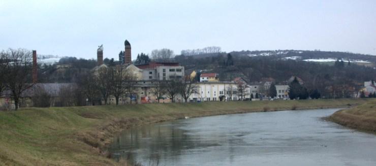 Úprava koryta řeky Moravy před Jarošovským pivovarem.