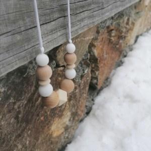 Collar de lactancia y porteo Snow Wood madera y silicona para mamá y bebé