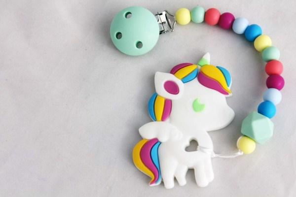 Chupetero colors con mordedor Unicornio, love unicorn, unicorn fever, de Mordisquitos