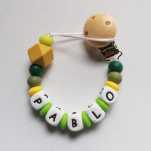 Chupetero de silicona para bebés personalizado con el nombre urban green mordisquitos
