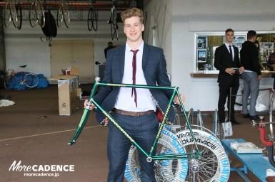 「クロモリはフレームと会話できる」世界トッププロに聞いてみた、カーボン&クロモリフレーム自転車どちらが乗りやすい?
