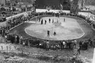 Cycle Speedway A crowd of spectators gather to watch a cycle speedway race run on a track laid out on a blitz bomb damaged site on Larnaca Street in Bermondsey between the Bermondsey Greyhounds and the Ruskin Flyers on 4 August 1950 in London,United Kingdom. (Photo by Fox Photos/Hulton Archive/Getty Images).