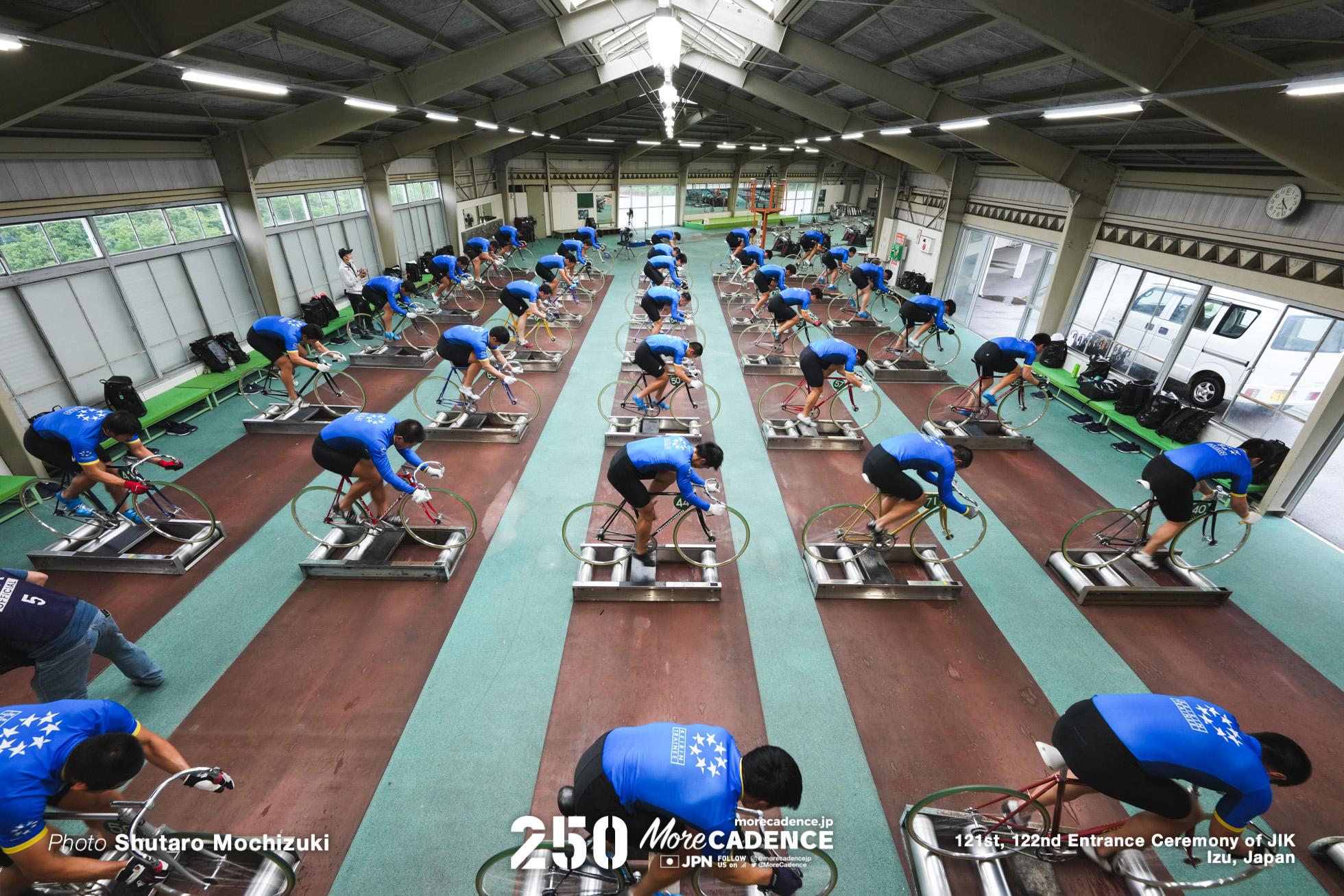 豪雨の中で訓練スタート、日本競輪選手養成所 (JIK)第121・122回生