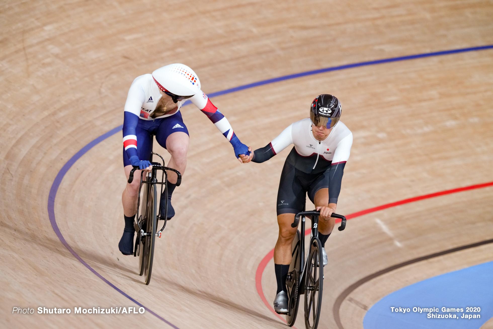ジェイソン・ケニー Jason Kenny (GBR), 脇本雄太 Yuta Wakimoto (JPN), Men's Sprint 1/16 Final AUGUST 4, 2021 - Cycling : during the Tokyo 2020 Olympic Games at the Izu Velodrome in Shizuoka, Japan. (Photo by Shutaro Mochizuki/AFLO)