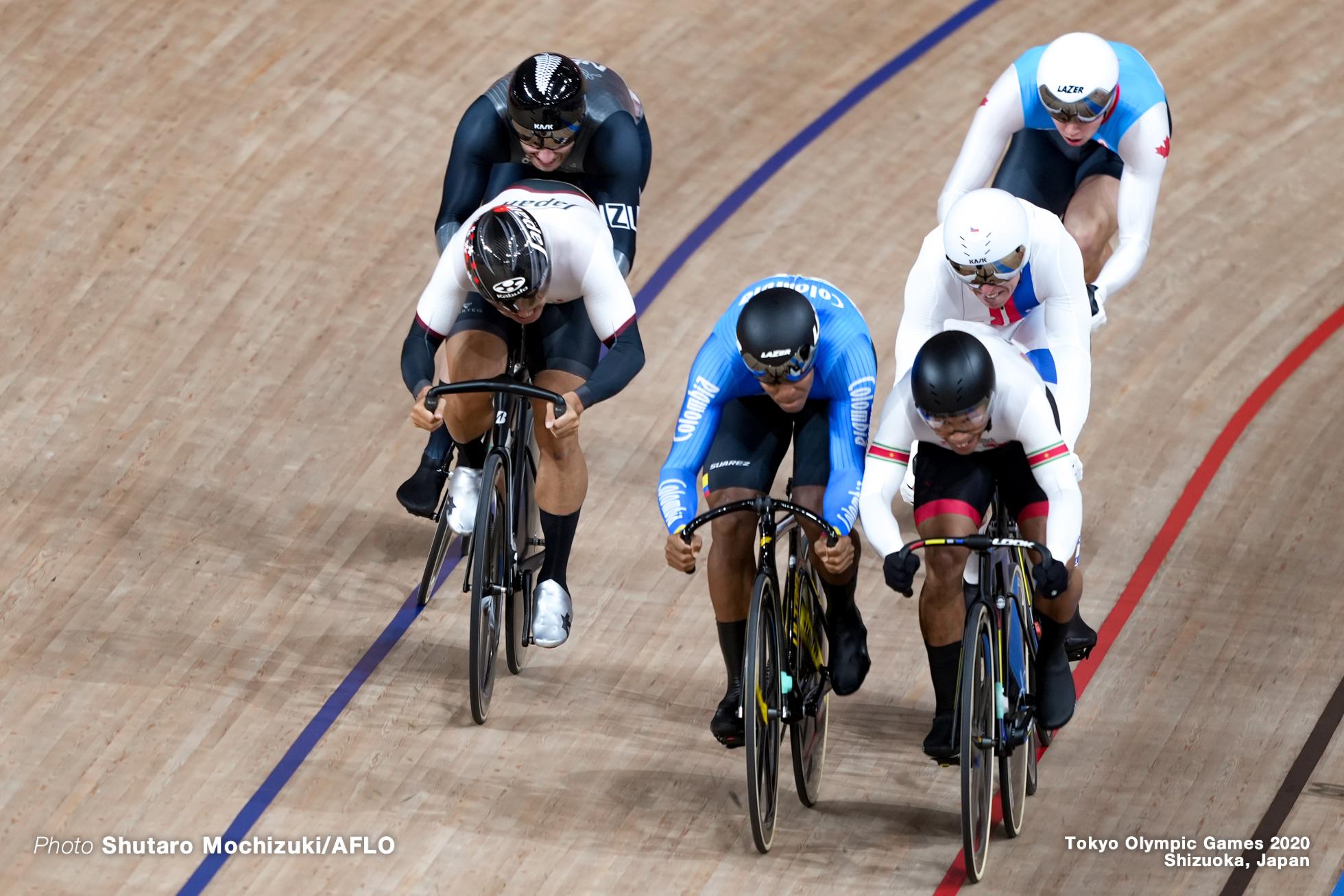 ニック・ワメス Nick Wammes (CAN), ケビン・キンテロ Kevin Santiago Quintero Chavarro (COL), トマシュ・バベク Tomas Babek (CZE), 脇本雄太 Yuta Wakimoto (JPN), カルム・サウンダース Callum Saunders (NZL), ジャイール・ジョンエンファ Jair Tjon En Fa (SUR), Men's Keirin 1st Round AUGUST 7, 2021 - Cycling : during the Tokyo 2020 Olympic Games at the Izu Velodrome in Shizuoka, Japan. (Photo by Shutaro Mochizuki/AFLO)
