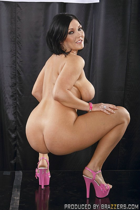 Nude big butt stage fuck lil