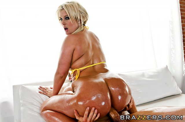 julie-cash-big-wet-ass_05