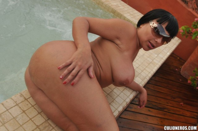 sandra-leon-hot-wife-with-bubble-butt-2