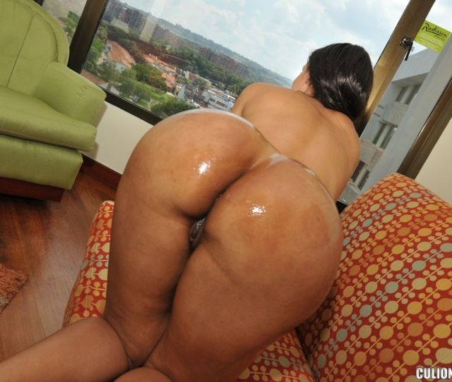 Round Oiled Latina Booty Cuchi Mami
