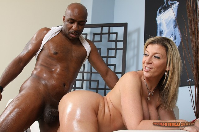 sara-jay-white-meat-interracial