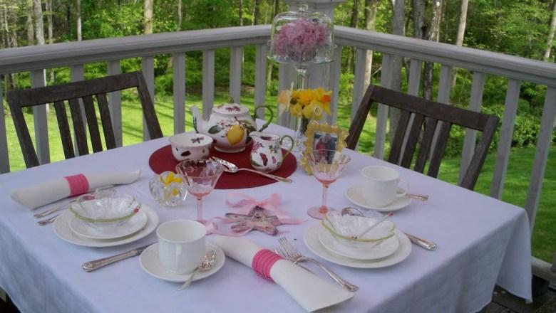 Chelsea Botanical table