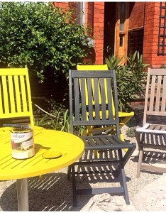 Painting garden furniture with valspar range also four easy steps to revamping your for  the rh moregeous