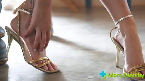 Почему сводит ногу что делать. Почему ноги сводит судорога и что делать