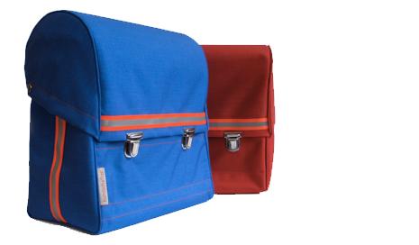 Must-haves-für-die-Einschulung-Schulranzen-blau-rot