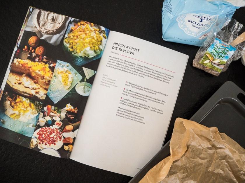 Pavlova-backen-mit-Kindern-Kochbuch-offen-Zuckerpackung