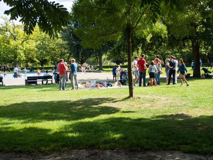 Amsterdam-mit-Kindern-Spielplatz-in-Park