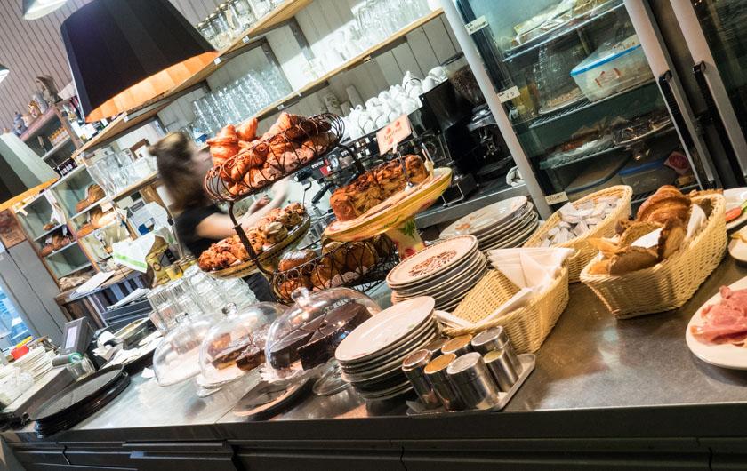 Amsterdam-mit-Kindern-Cafe-Bakkerwinkel