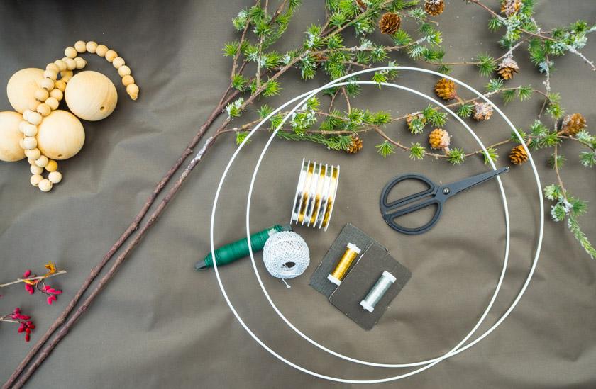 DIY Kränze binden mit Naturmaterialien Bäckergarn und Draht
