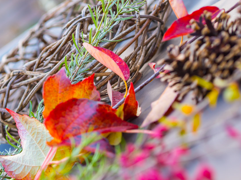 DIY Kränze binden mit Naturmaterialien Blätter und Beeren