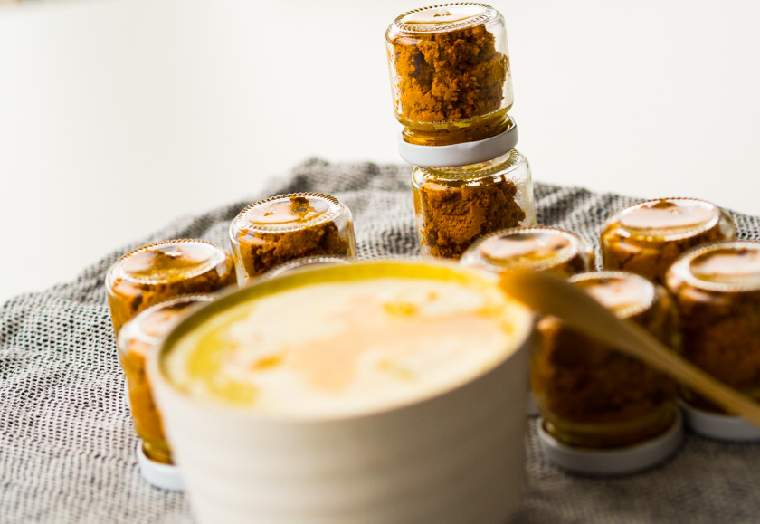 Goldene Milch Paste als Kurkuma Latte zubereitet