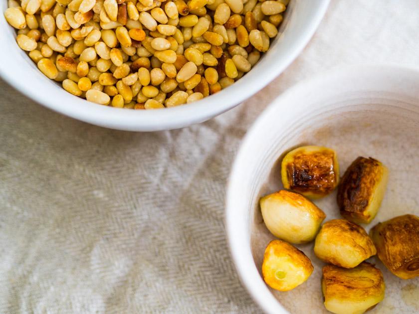 Grünkohl Pesto - Knoblauchzehen angebraten