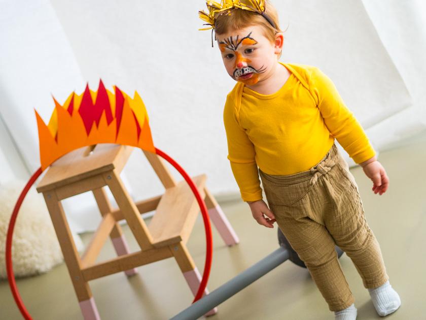 Kostüm Idee für die ganze Familie_Mädchen als Löwe verkleidet