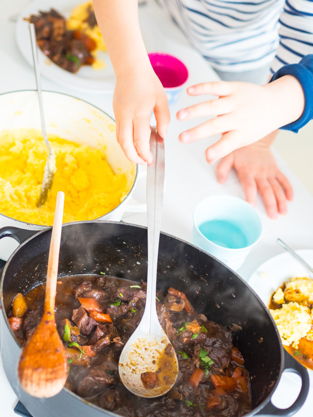 Boeuf Bourguignon One Pot Rezept_Kinder am Mittagstisch
