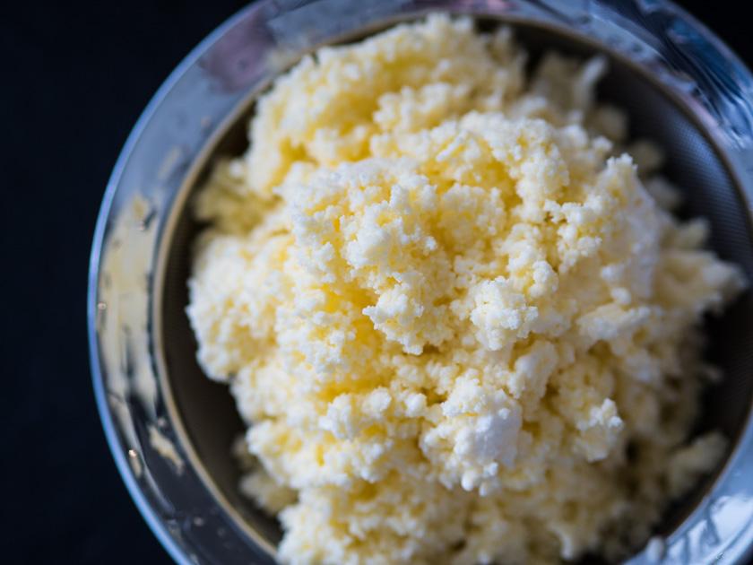 Butter selber machen mit Kindern_Butter abseihen