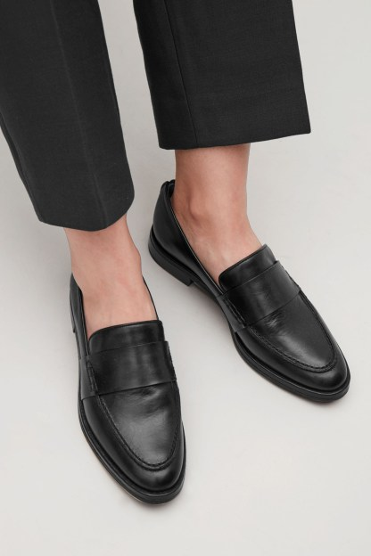 Mama Style Inspiration_COS_Loafers schwarz