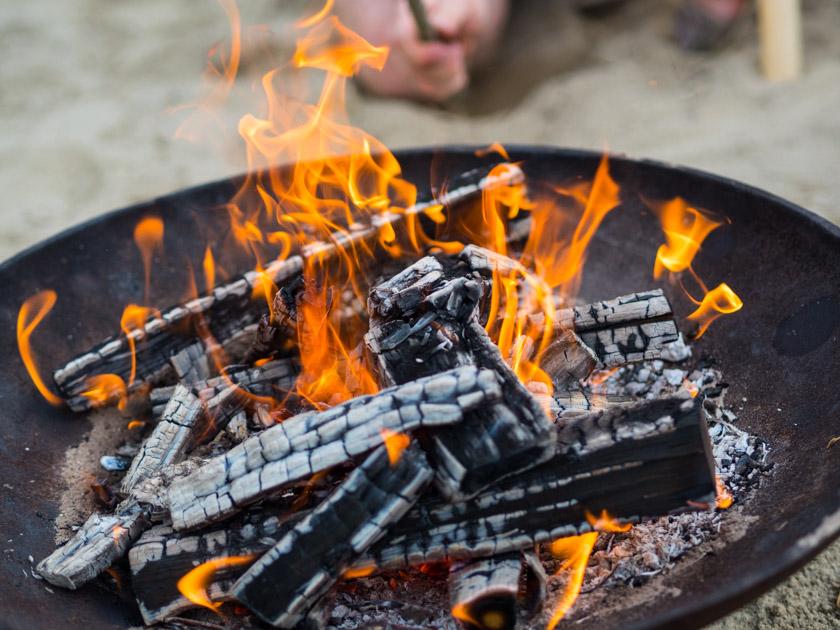 Weidentipi mit Kindern bauen_Feuerschale