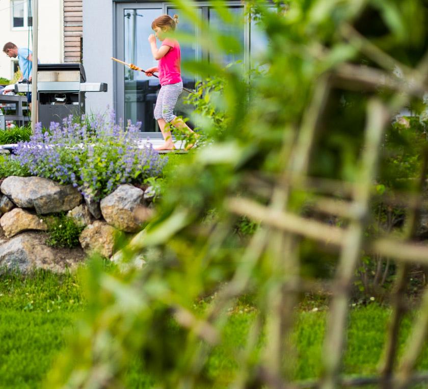 Weidentipi mit Kindern bauen_Haus modern