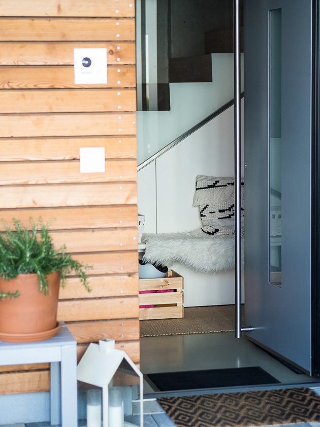 Haus Eingangsbereich mit Kindern_Gestaltung