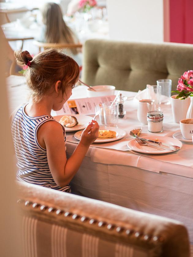 Tipps für einen entspannten Familienurlaub_Frühstücks-Buffet